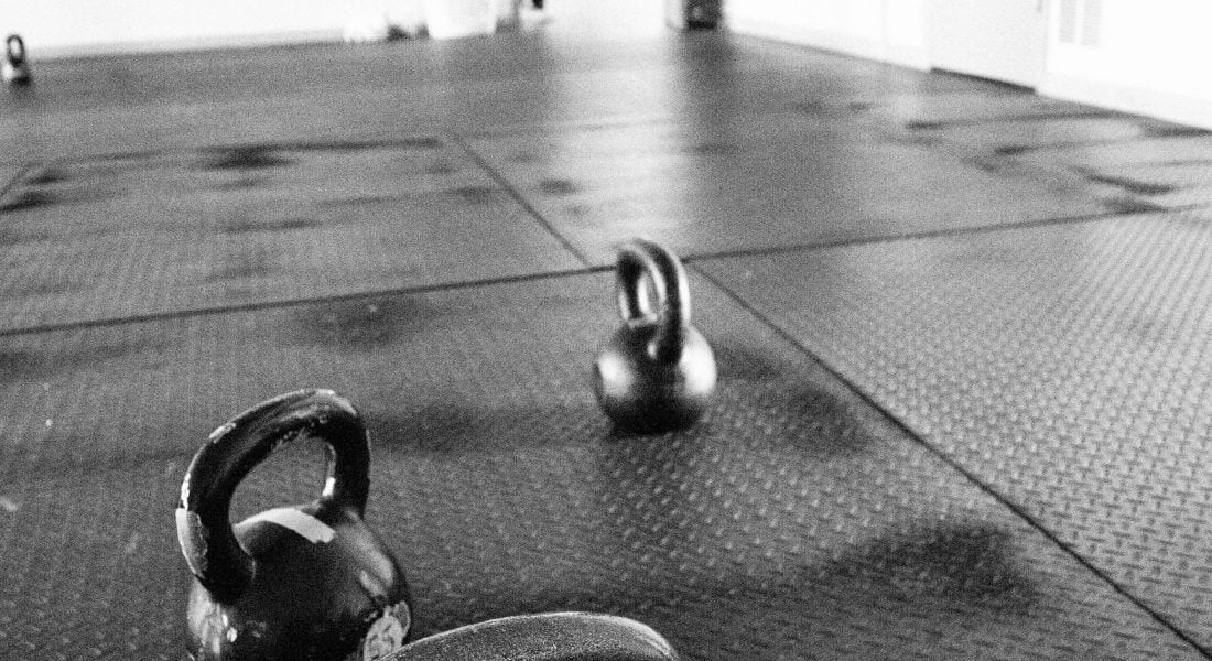 Minimalist training, 3 Kettlebells on the floor, B&W, Photo by Mei Ratz