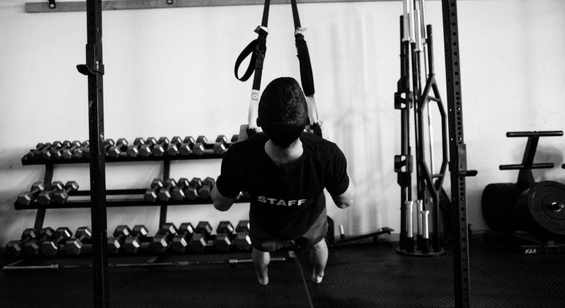 Charlie Manganiello Inverted Row TRX b&w, Photo by Mei Ratz